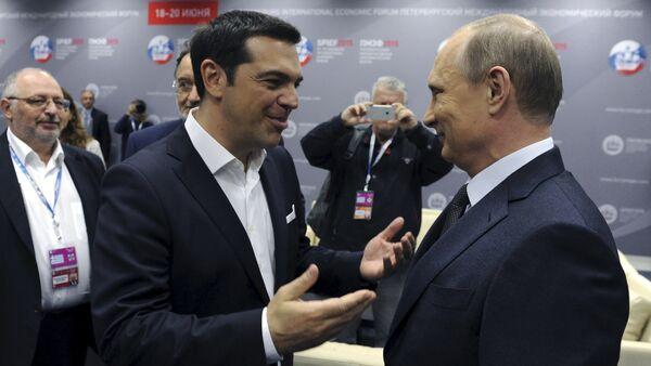 Le premier ministre grec Alexis Tsipras et le président russe Vladimir Poutine lors du Forum économique international de Saint-Pétersbourg, le 19 juin 2015. - Sputnik France