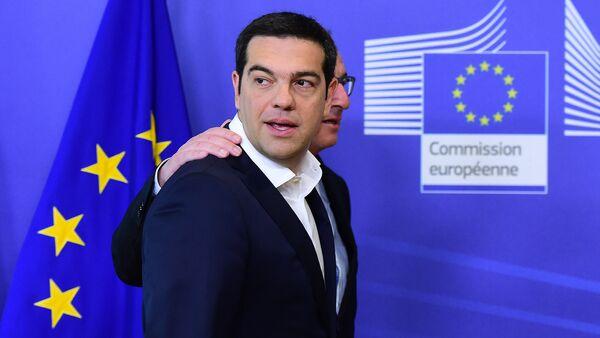 Le premier ministre grec Alexis Tsipras accompagné par le président de la Commission européenne Jean-Claude Juncker, le 22 juin 2015. - Sputnik France
