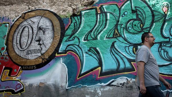 In this photo made on Saturday, June 20, 2015, a man walks past graffiti titled 0 Euro by street Artist Achilles in Athens. (AP Photo/Petros Giannakouris) - Sputnik France