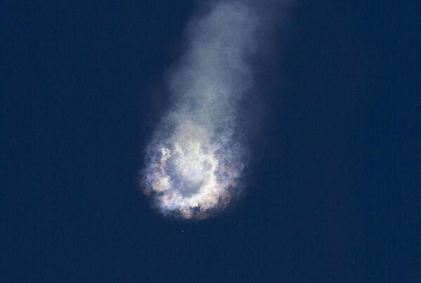 La fusée américaine Falcon 9 explose peu après le décollage - Sputnik France