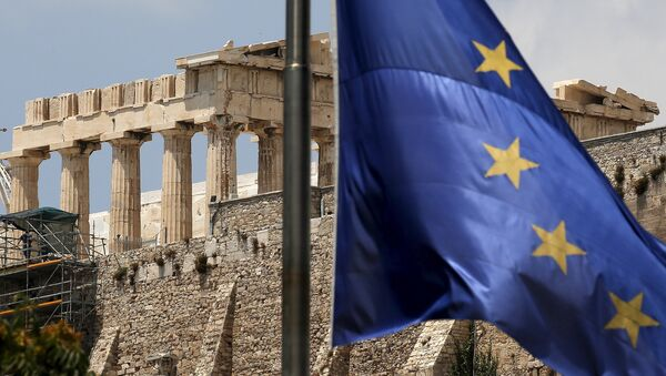 A European Union flag flutters before the temple of Parthenon at the Acropolis hill in Athens, Greece - Sputnik France