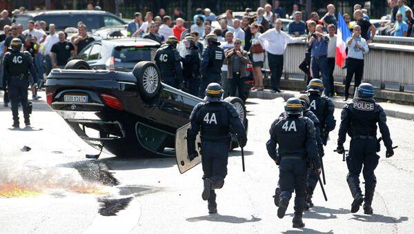 Les désordres lors des manifestations contre le service UberPop, juin 2015, France - Sputnik France