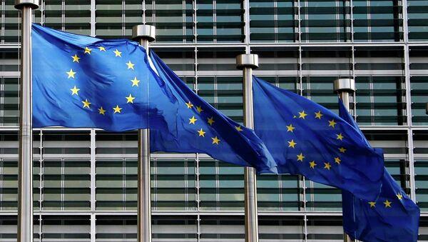 Bandiere Unione Europea di fronte uffici UE a Bruxelles - Sputnik France