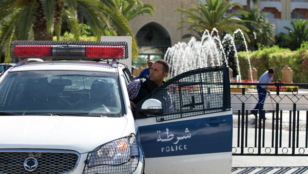 A Tunisian police car patrols in front of the Riu Imperial Marhaba Hotel in Port el Kantaoui, on the outskirts of Sousse south of the capital Tunis, on June 27, 2015 - Sputnik France