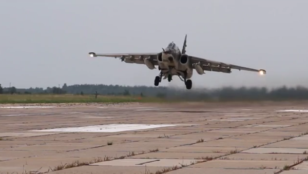 Deux avions d'attaque au sol Su-25SM lors d'un exercice au Kirghizstan - Sputnik France