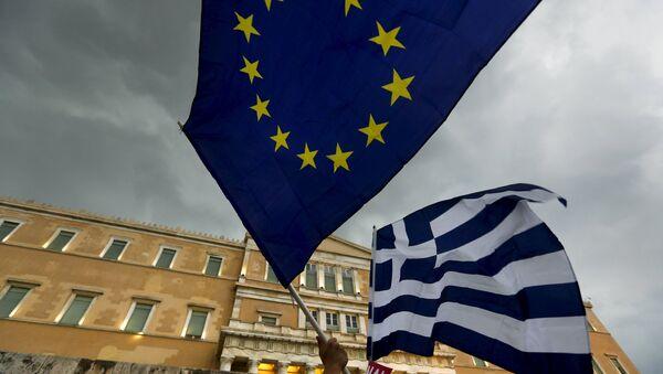 drapeuax grec et UE - Sputnik France