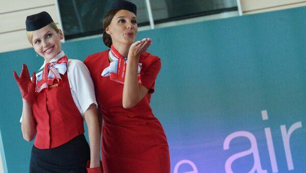 Défilé d'hôtesses de l'air à l'aéroport de Domodedovo - Sputnik France
