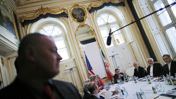 Iranian Foreign Minister Mohammad Javad Zarif (2nd R) meets with US Secretary of State John Kerry at a hotel in Vienna, Austria July 3, 2015 - Sputnik France