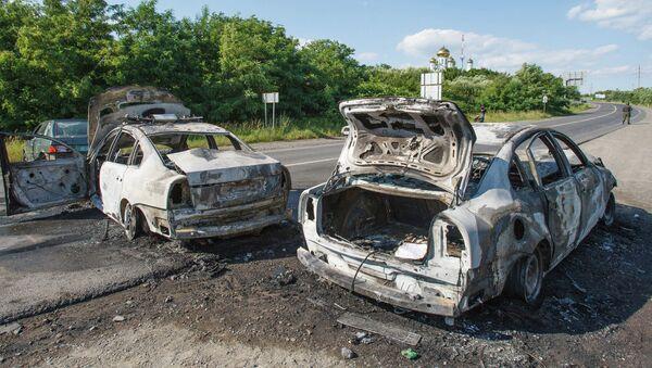 Deux voitures de la police brûlées, Moukatchevo, Ukraine - Sputnik France