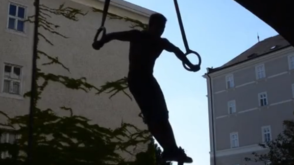 Force surhumaine après trois ans d'entraînement - Sputnik France