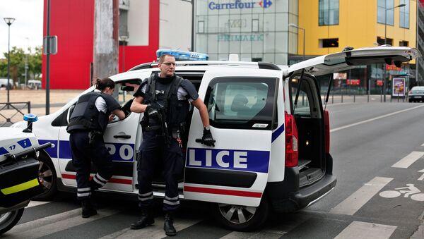 Les otages retenus dans un centre commercial de Paris libérés - Sputnik France
