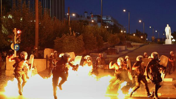 Violentes émeutes à Athènes - Sputnik France