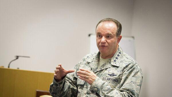 Le commandant en chef des forces de l'Otan en Europe, le général américain Philip Breedlove - Sputnik France