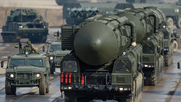 Транспортно-пусковая установка межконтинентальных баллистических ракет Тополь-М - Sputnik France