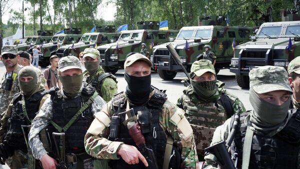 Soldats ukrainiens attendent le départ pour le Donbass où ils combattent contre les opposants au pouvoir en place à Kiev - Sputnik France