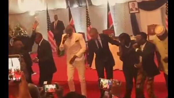 American President BARACK OBAMA Dancing The Lipala Dance in KENYA - Sputnik France