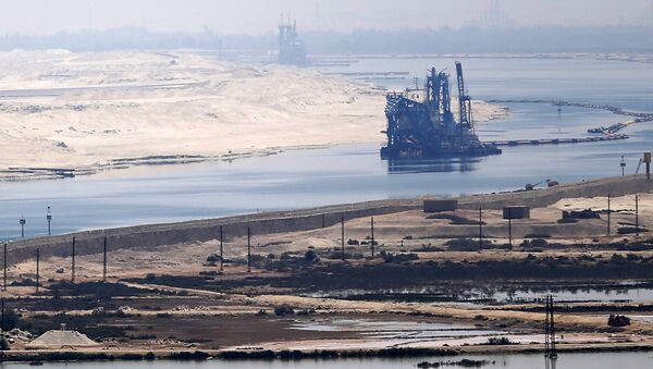 A general view of the Suez Canal from Al Salam Peace bridge on the Ismalia desert road before the opening ceremony of the New Suez Canal, in Egypt, August 6, 2015 - Sputnik France