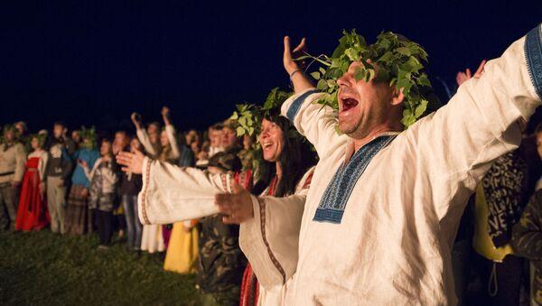 Участники праздника летнего солнцестояния в селе Окунево - Sputnik France