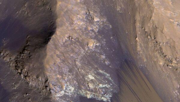 Un cours d'eau saisonnier sur Mars - Sputnik France