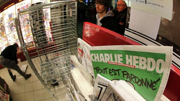 the latest issue of Charlie Hebdo newspaper at a newsstand - Sputnik France