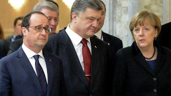 François Hollande, Piotr Porochenko et  Angela Merkel - Sputnik France