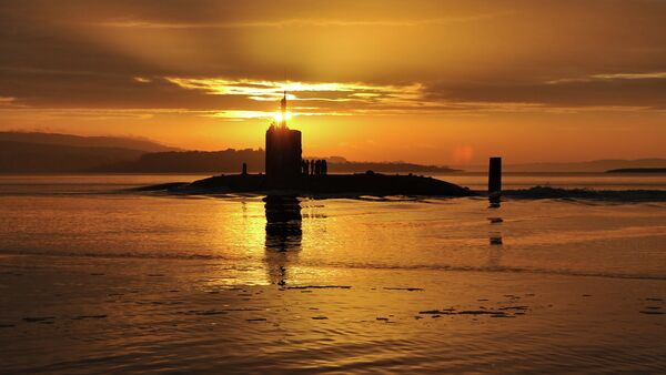 In this image made available by the Ministry of Defence in London, Monday Oct. 18, 2010, the sun rises over the Royal Navy nuclear attack submarine HMS Triumph, as she comes into a naval base on the River Clyde in Scotland, early Sunday Oct. 17, 2010 - Sputnik France