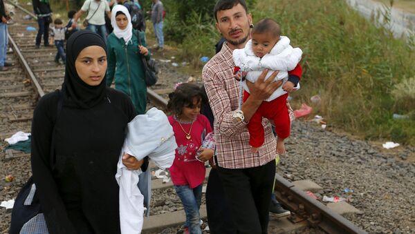 Des réfugiés syriens atteignent la Hongrie - Sputnik France