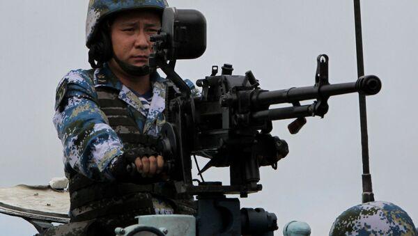 Китайский морской пехотинец во время высадки морского десанта на российско-китайских военно-морских учениях Морское взаимодействие - 2015 на полигоне Клерк в Приморском крае - Sputnik France