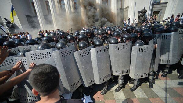 Ukraine: violentes manifestations devant le Parlement - Sputnik France