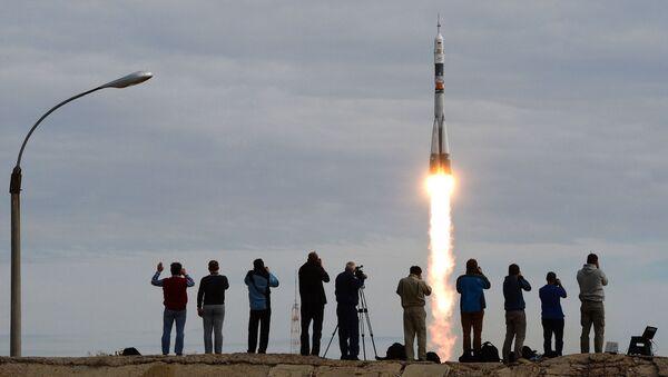 Un nouvel équipage s'envole vers l'ISS - Sputnik France