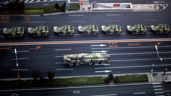 Military vehicle carrying a DF-21D carrier-killer missile, bottom, and other Chinese military vehicles head towards Tiananmen Square - Sputnik France