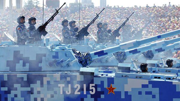 Солдаты военно-морских сил Китая на боевых машинах на параде в честь 70-летия победы во Второй мировой войне в Пекине - Sputnik France
