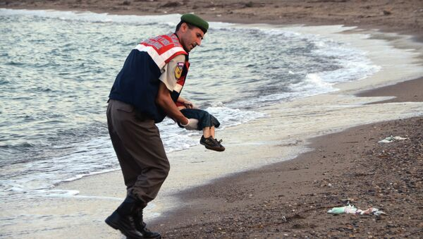Petit réfugié syrien retrouvé mort noyé sur une plage de Turquie - Sputnik France