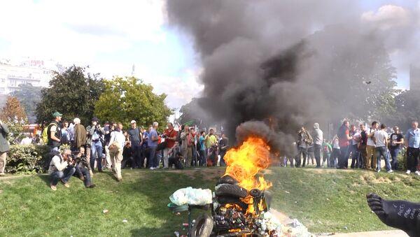 Les agriculteurs en colère débarquent à Paris - Sputnik France