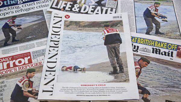 Les photos d'un tout petit enfant Aylan Kurdi noyé étendu sur une plage de Turquie - Sputnik France
