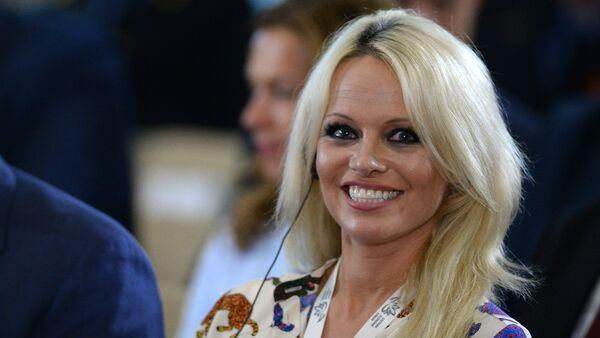 Pamela Anderson et Julien Assange en couple: c'est officiel? - Sputnik France
