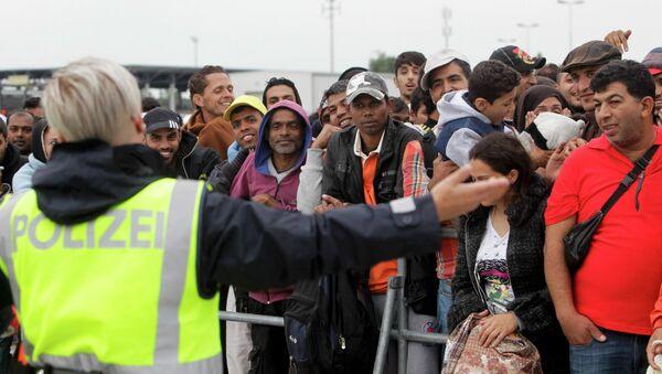 La police autrichienne accueille les migrants à la frontière hongroise - Sputnik France