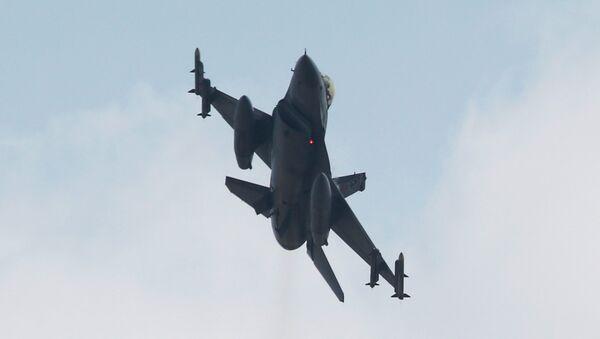 Un chasseur F-16 - Sputnik France