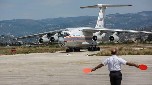 Avion russe délivrant de l'aide humanitaire en Syrie. Archive photo - Sputnik France
