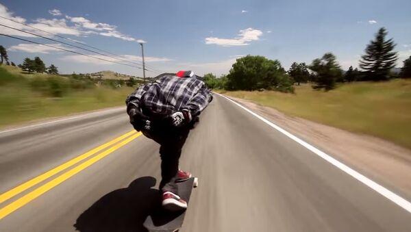 Un skateur dévale la pente la plus raide du Colorado - Sputnik France