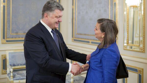 Victoria Nuland et Piotr Porochenko - Sputnik France