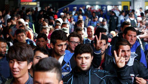 Des migrants à la gare de Munich, le 13 septembre 2015 - Sputnik France
