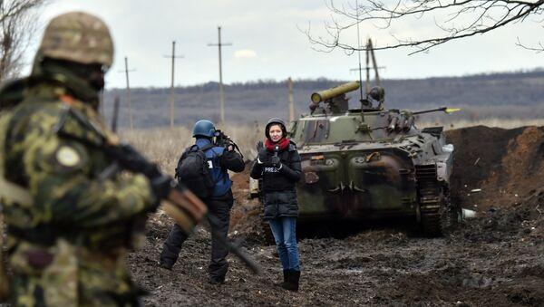 Journalistes dans le Donbass. Image d'illustration - Sputnik France