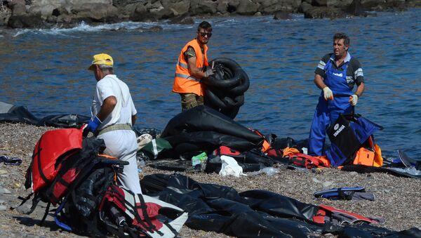 Des migrants, la Méditerranée - Sputnik France