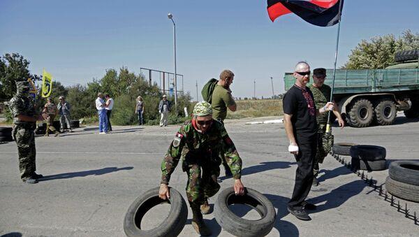 Des activistes de Secteur droit bloquent un point de passge à la frontière entre l'Ukraine et la Crimée - Sputnik France