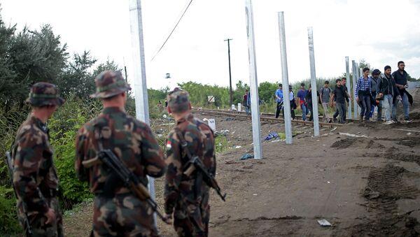 Des militaires hongrois postés le long des frontières du pays - Sputnik France