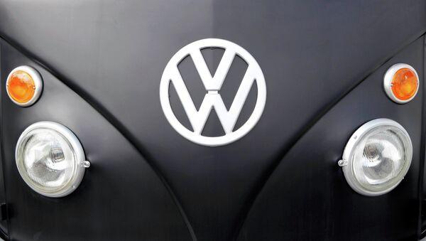 The Volkswagen logo is seen on a Kombi minibus during a Kombi fan club meeting in Sao Bernardo do Campo, Brazil - Sputnik France