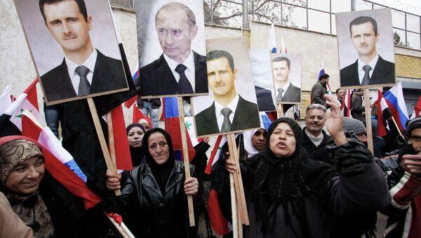 Manifestants avec les portraits du président Bachar el-Assad et président Vladimir Poutine, Damas. Archive photo - Sputnik France