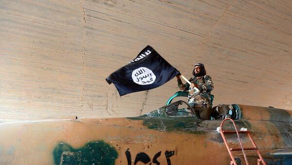 Daech croulant sous la pression, va-t-il céder sa capitale Raqqa? - Sputnik France