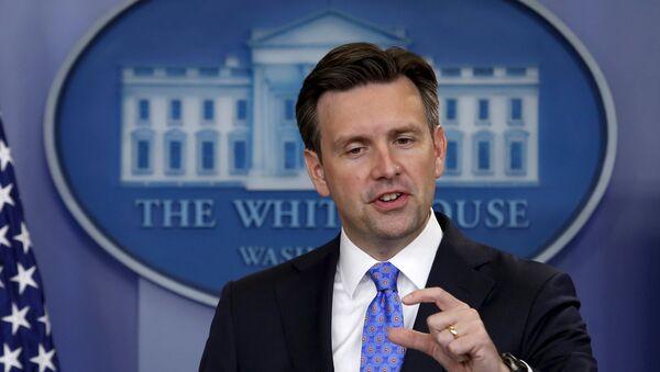 Josh Earnest, porte-parole du président américain, lors d'un point de presse à la Maison Blanche. Le 3 septembre 2015 - Sputnik France